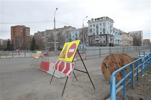 На Ново-Садовой установят новое дорожное ограждение.  На Ново-Садовой,