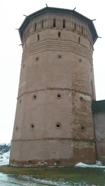 Башни все разные и эпичные. И все дохуяугольные.