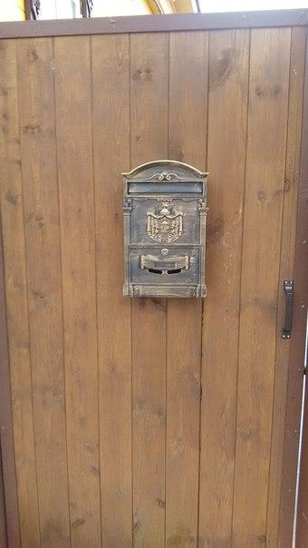 Резной почтовый ящик тут не редкость, а обыденность.