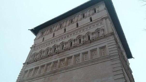 Башни совсем необычные. Чисто Владимирские, больше нигде такого православного зодчества не видать.