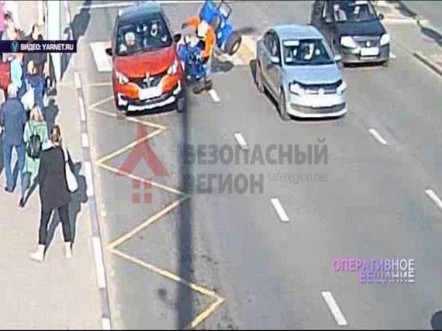 Водитель квадроцикла пролетел несколько метров после столкновения с «Рено»