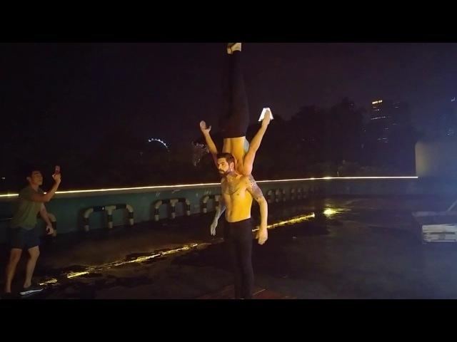Акробатический фурор.Бар на парковке.Сингапур