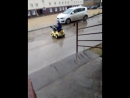 Он сел застрял и дождь ливанул