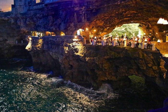 Путешествуя по Италии, туристы мечтают добраться в небольшой живописный городок на юге страны.
