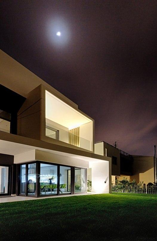 Этот дом размером 240 кв.