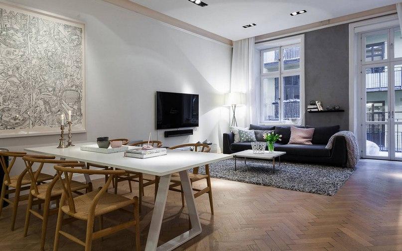 Эта просторная квартира с современным дизайном интерьера расположена в историческом районе Остермальм, Стокгольм, Швеция.