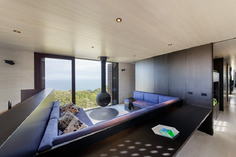 Small-Sized Nature Retreat Overlooking the Ocean: Moonlight Cabin in Australia