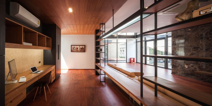 Surprising Bridge House in Thailand Accommodating a Two-Generation Family (Part 1)