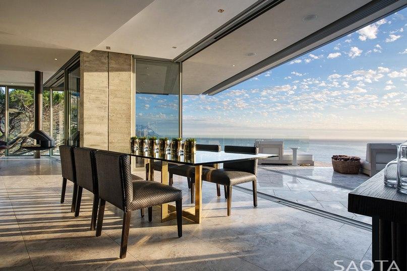 Шикарная резиденция Clifton 2A от архитекторов студии SAOTA расположена на берегу Атлантического океана в пригороде Кейптауна Клифтон, ЮАР.