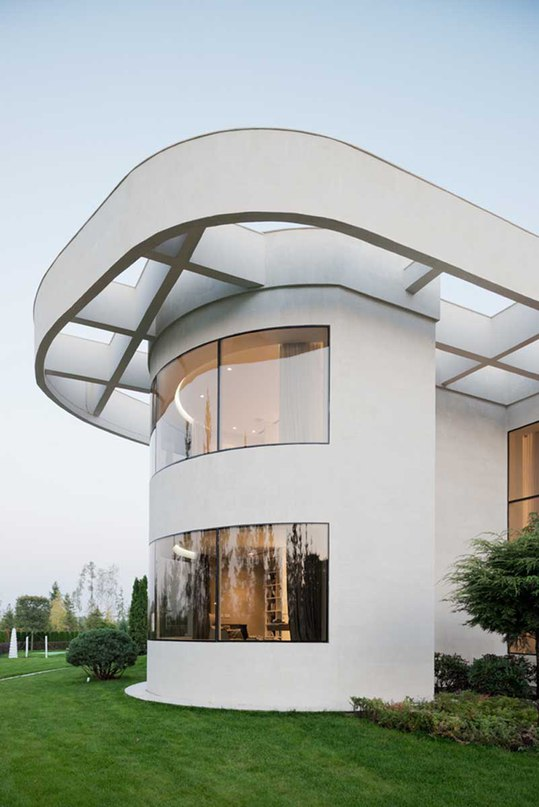 Stylish Home Near Moscow Flaunts Round Architecture (Part 1)