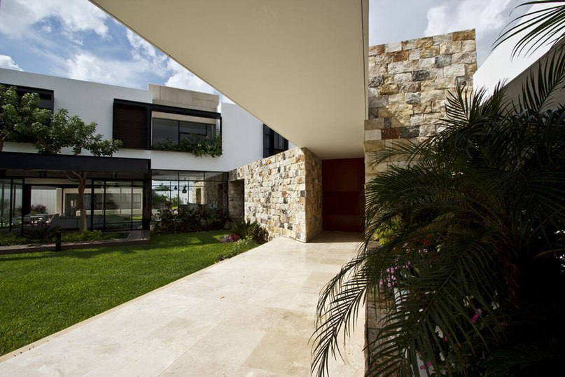 Cantilevered Home Shaping Indoor-Outdoor Lifestyle (Part 2)