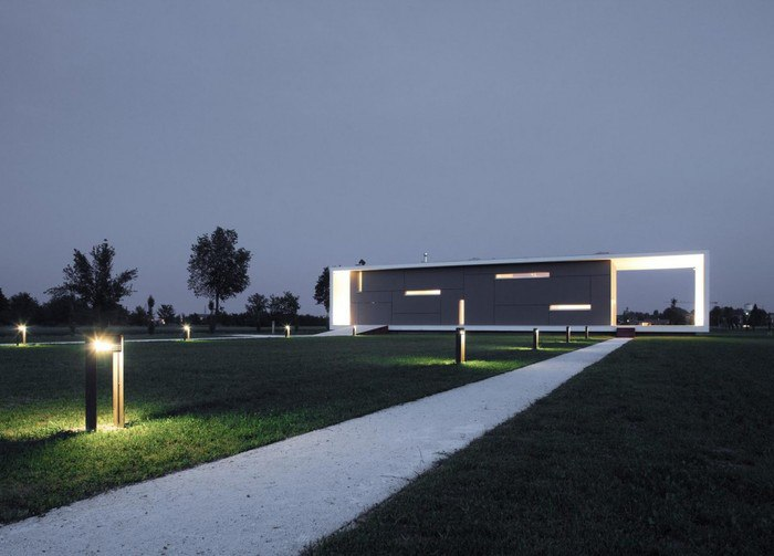 Архитектурное бюро  Andrea Oliva Architetto спроектировало современную резиденцию в итальянской коммуне Кастельново-ди-Сотто в регионе Эмилия-Романья.