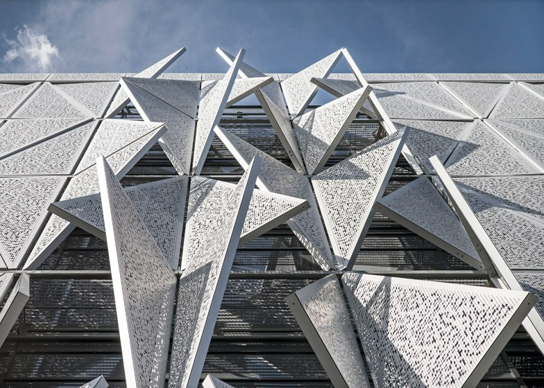 Henning Larsen's university building has a facade that moves in response to changing heat and light (Part 1)
