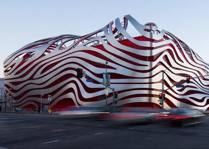 Относительно недавно прошла церемония открытия обновленного Автомобильного музея Петерсена в Лос-Анджелесе.