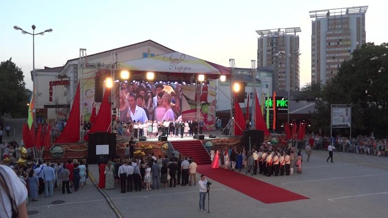 Праздничное представление Алые паруса на центральной площади города-курорта в честь выпускников Анапы 2017 !