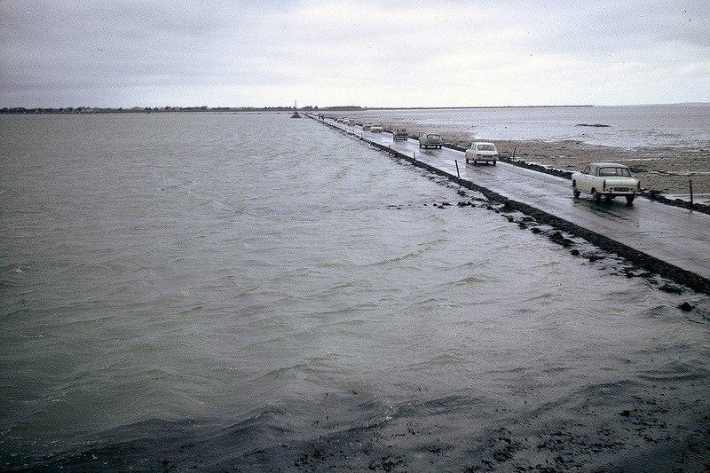 VMgJ9r4ykLU - Passage du Gois - самая длинная подводная автомобильная дорога