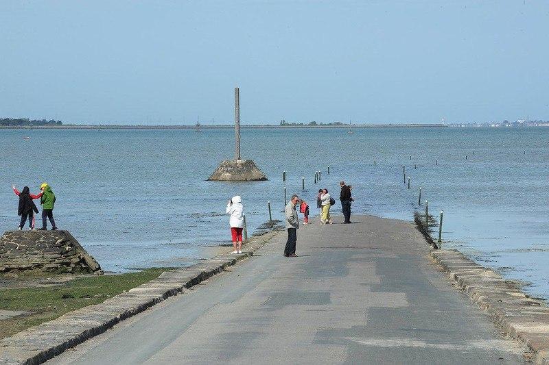 xWXJMwwk6Bc - Passage du Gois - самая длинная подводная автомобильная дорога