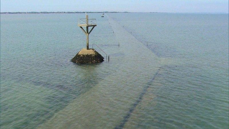 otjsEYQiEWg - Passage du Gois - самая длинная подводная автомобильная дорога