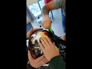 Процесс оклейки шлема