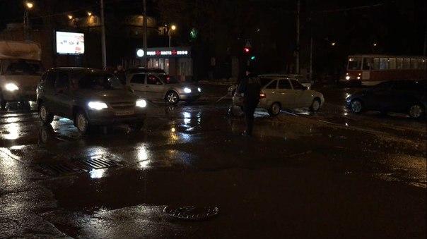 24.02.2017 в 20:20 г. Саратов, пересечение улицы Астраханской и Кутяко