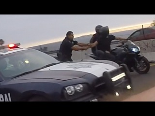 Bike VS Cops Police Car CHASE Motorcycle Gets BUSTED By Cop On FOOT Grabs Squid Biker ARRESTED 2016