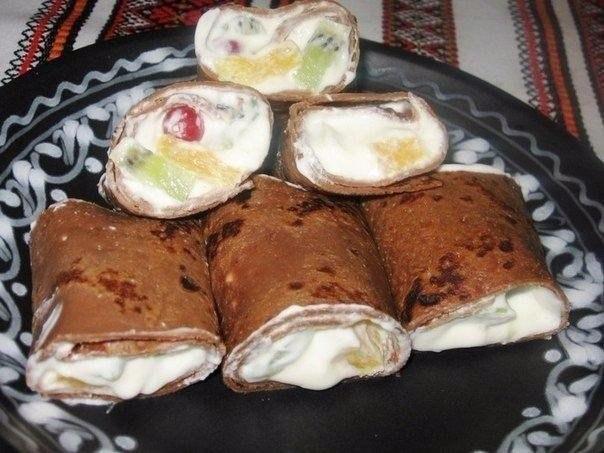 """""""Шоколадные блины со взбитыми сливками и фруктами"""" Ингредиенты: Для"""