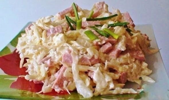 "Салат ""Журавушка"" Ингредиенты Капуста — 400 г. Колбаса вареная —"