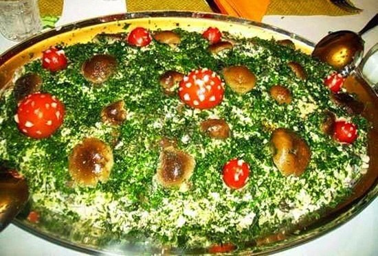 САЛАТ «ГРИБНАЯ ПОЛЯНКА» ИНГРЕДИЕНТЫ: 1 банка маринованных грибов (только