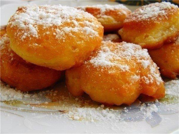 Воздушные пончики на кефире Ингредиенты: 250 мл кефира 1 яйцо сахар