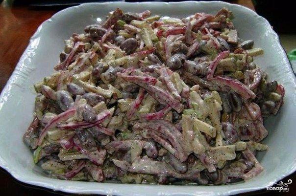 Вкусный салат с копченной колбасой Ингредиенты и приготовление: Очень