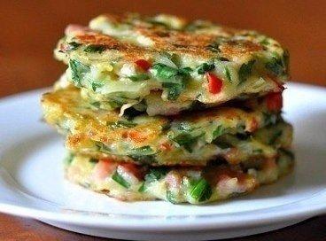Драники с овощами Ингредиенты: Картофель Лук Морковь Перец Яйца
