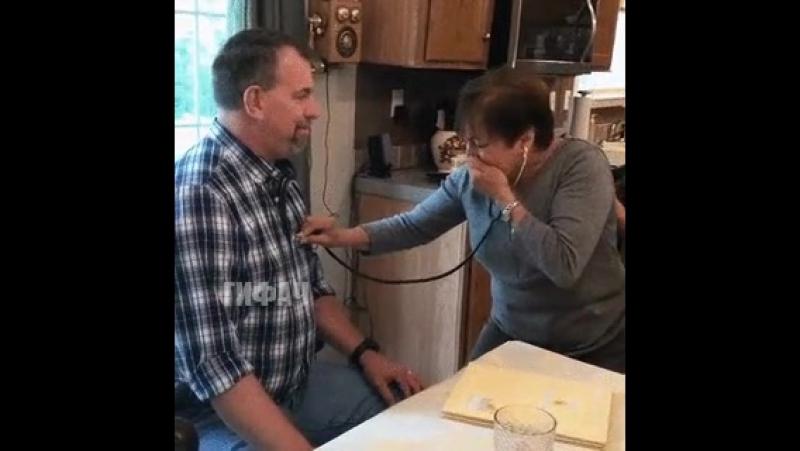 Мама вновь слышит биение сердца погибшего сына, которое пересадили другому человеку