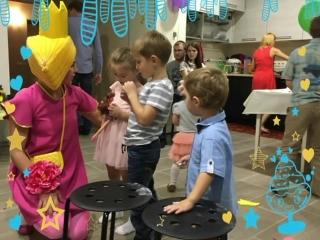 Принцесса Холли к Викуле на день рождения!