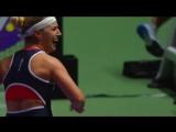 Момент победы Доминики Цибулковой над Светланой Кузнецовой в полуфинальном матче Итогового чемпионата WTA-2016