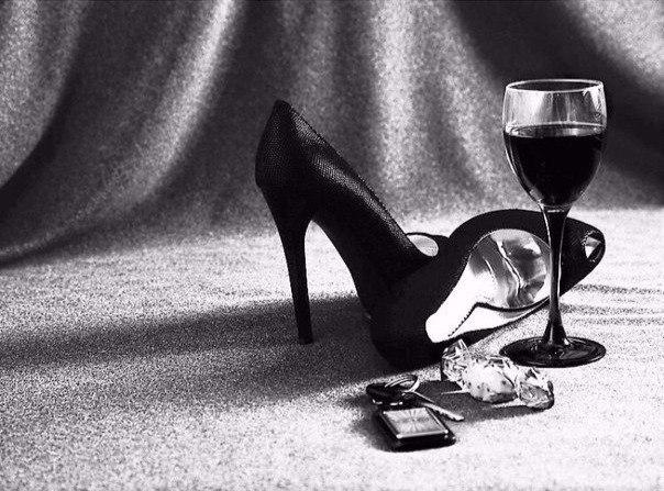 Gli anni, l'amore e i bicchieri di vino non si contano mai.- Годы, любовники и бокалы вина, то, чему не надо вести счет.