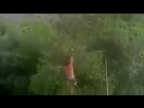 мужик прыгнул с окна (мэйд бу гога)