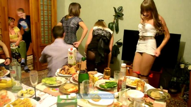 Развратные девицы устроили групповушку после вечеринки  455927