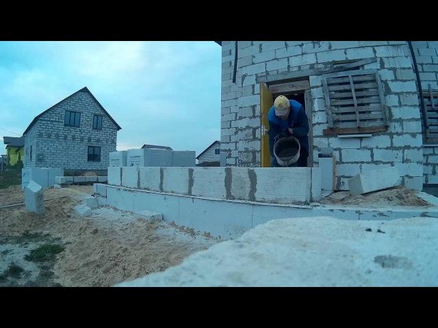 Армирование первого ряда газобетона пристройки гаража с тамбуром