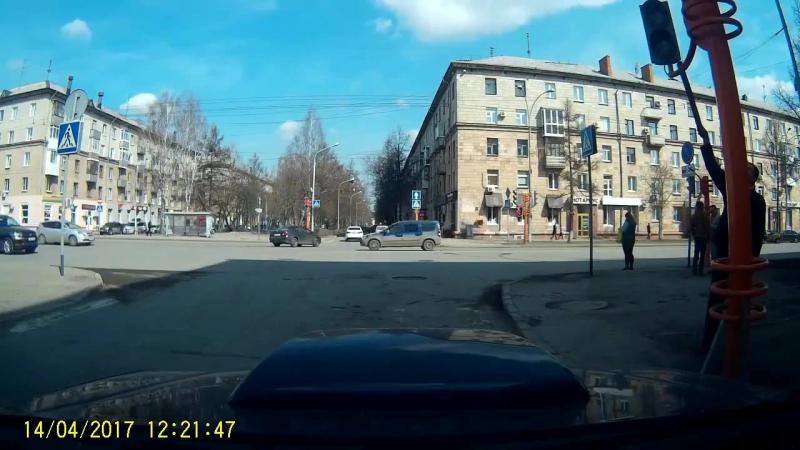 ЧПХ представляет: Пешеход решил отремонтировать светофор ...