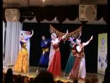 Общий танец. Танцуют Ашвани Нигам, Светлана Нигам, Елена Гришина, Наталья Роденская, Татьяна Назарова