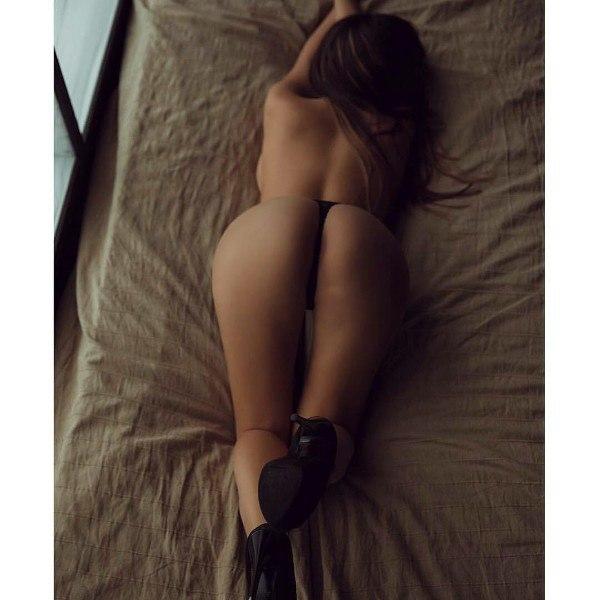 Erotic dancing before webcam