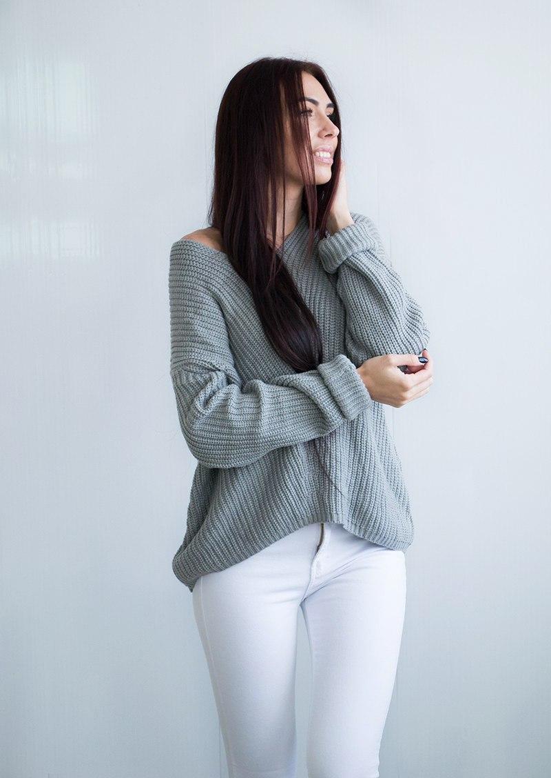 Классный свитер красивого стального цвета