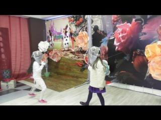Развлекательно выставочный центр Атмосфера, День рождения на вставке Алиса в стране чудес