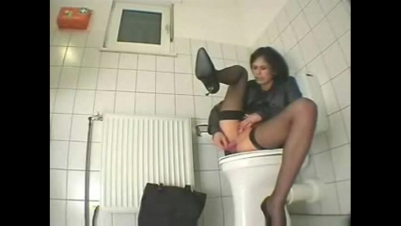 porno-smotret-onlayn-kamera-v-tualete