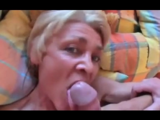 Wild_granny_sucking_dick - бабуля знатно отсосала