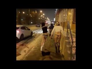 Боевые стриптизерши (fighting stripper)спасли девушку от грабителя с ножом .Баста немагия
