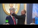 Владимир Путин и Геннадий Хазанов, Корона Российской империи в подарок