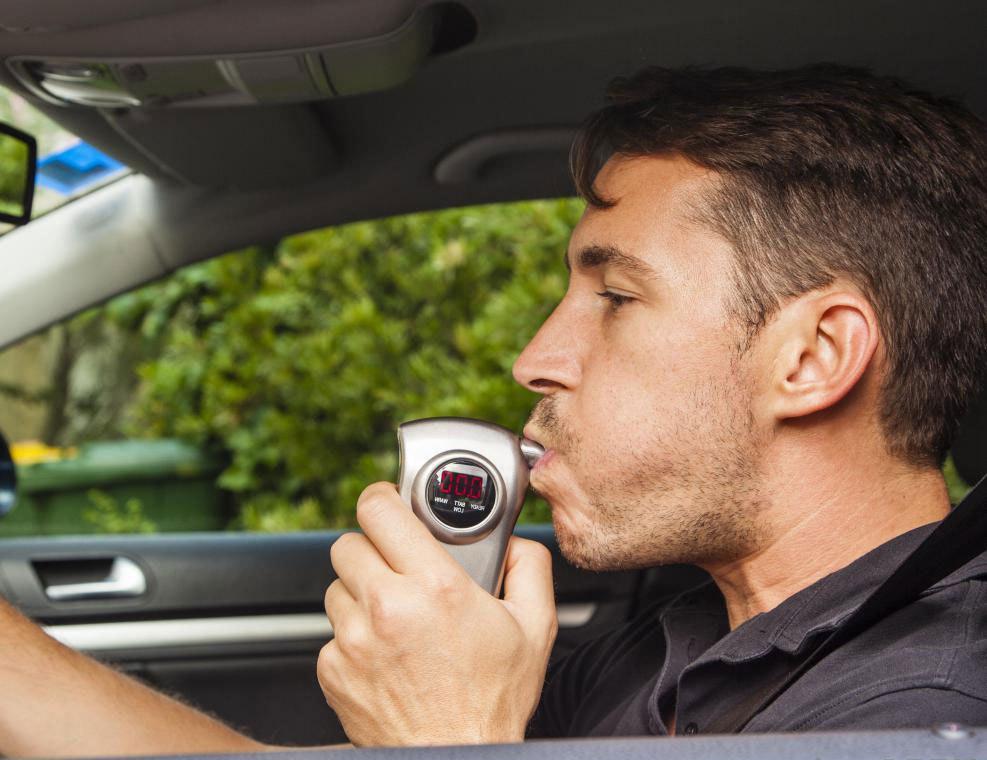 тестирование алкотестером фирмы Breathalyzer Consumer Test