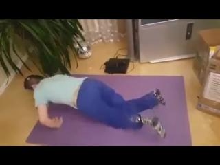 Запорожье, 2 февраля, 2017 .Донбасского мальчика без ног и руки, искалеченного украинскими карателями, заставили отжиматься в и
