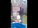 Федюня рубит капусту с папой и дедом